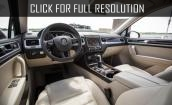 2017 Volkswagen Touareg interior #2
